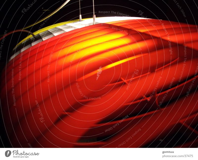 Wie die Motten das Licht... rot Lampe Design Häusliches Leben UFO