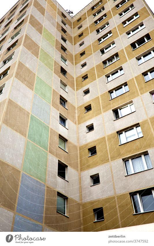 Hochhaus architektir hochhaus wohnhaus wohnhochhaus beubau neubaublock wbs 70 DDR mehrfamilienhaus stockwerk etage fassade fenster froschperspektive