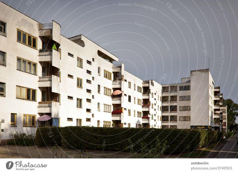 Panzerkreuzer in der Bauhaussiedlung Siemensstadt abend architektur bauhaussiedlung berlin büro city deutschland dämmerung froschperspektive hauptstadt himmel