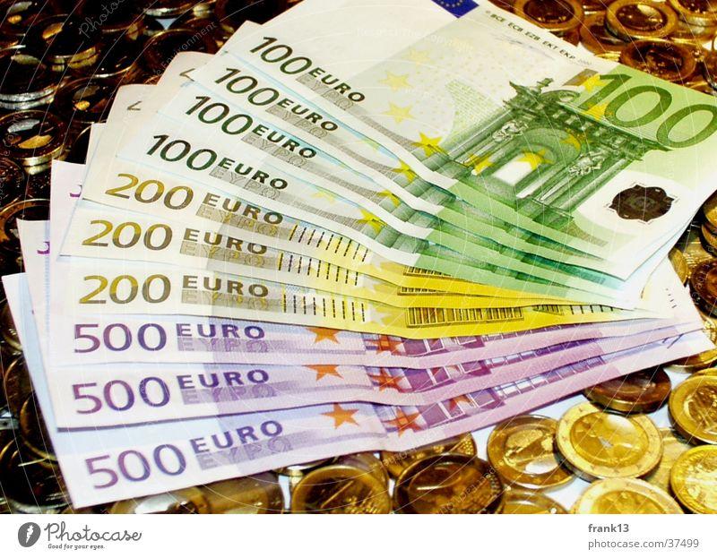 Viele Geldscheine und Münzen Geldmünzen Besitz Money Euro