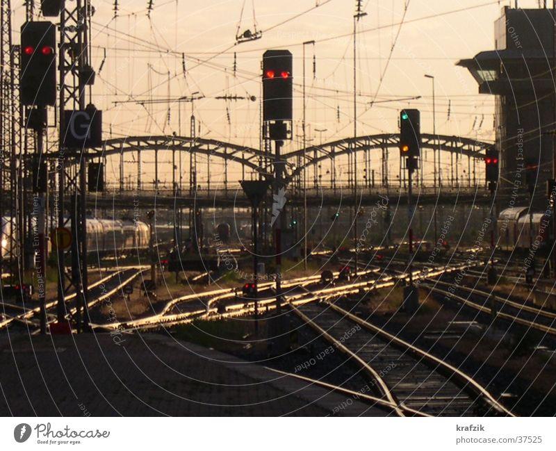 Gleisdämmerung Gleise Abend Eisenbahn Verkehr Abenddämmerung Weichenstellung