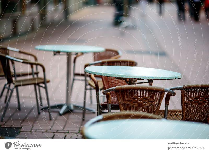 Straßencafé Tisch Stuhl Outside Gastronomie Ferien & Urlaub & Reisen Platz Lifestyle Pause Corona Besuchermangel Außenaufnahme Sitzgelegenheit Tourismus Café