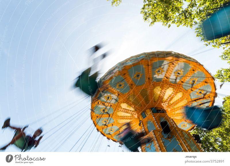 3500 U/min. Kettenkarussell Karussell Kirmes Freizeit & Hobby Lifestyle Freude Jahrmarkt drehen Schwindelgefühl Bewegungsunschärfe Fröhlichkeit Vergnügungspark