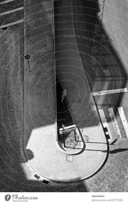 spatial turn Stadt Straße Wege & Pfade gehen warten Zeichen fahren Niveau Verkehrswege Kurve Geometrie Pflastersteine Personenverkehr stagnierend Windung Ebene