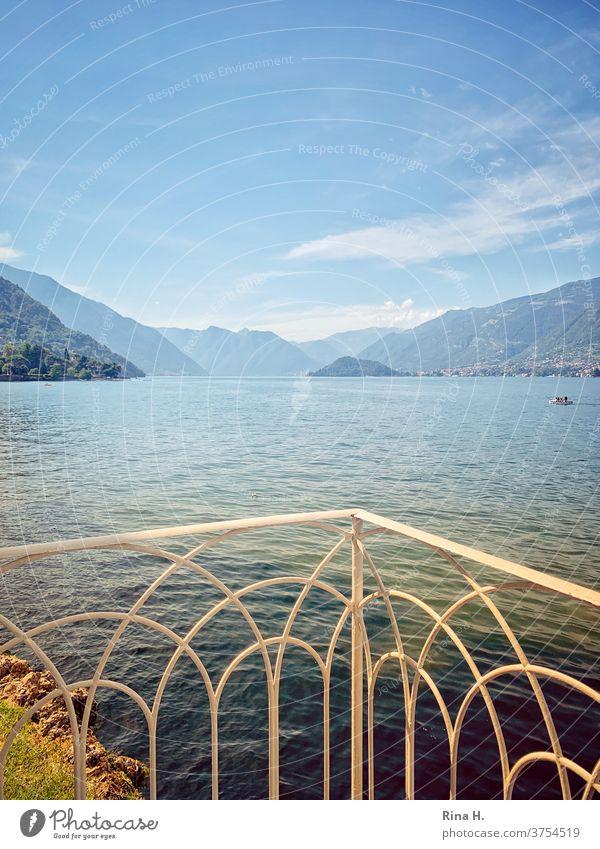 Blick auf den Comer See bei Bellagio Norditalien Bella Italia Urlaub Spätsommer Balkon Alpen Berge Horizont