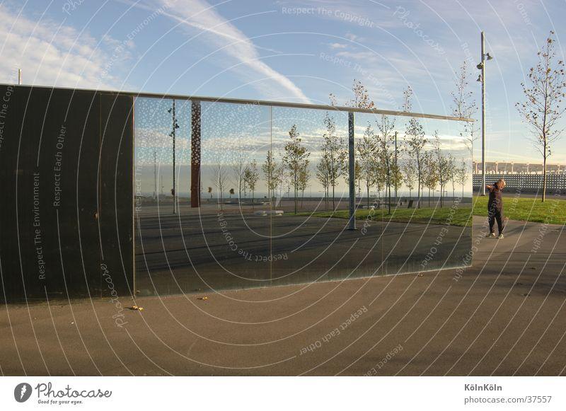 Morgengymnastik auf dem CCIB-Gelände, Barcelona Mann Architektur Messe Ausstellung Turnen