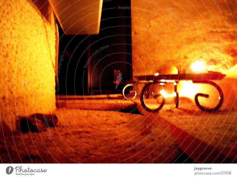 Musik im Kerzenschein Mauer Wärme Kerze Freizeit & Hobby Physik Lautsprecher Keller Kerzenschein