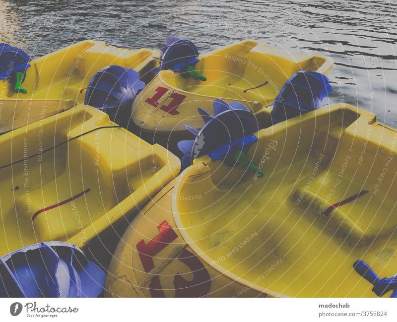 Tretruderrennkippboot Boot Tretboot Freizeit Spaß Kindheit bunt Freizeit & Hobby Freude Spielen Sommer Fröhlichkeit Glück Kinderspiel spielen mehrfarbig