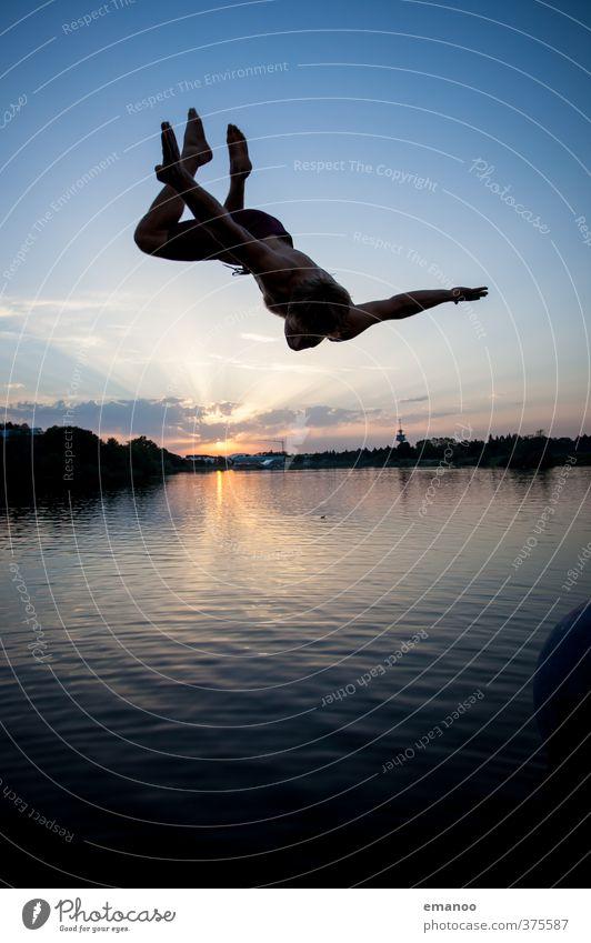 Seepark Salto Mensch Himmel Mann Jugendliche Ferien & Urlaub & Reisen Wasser Sommer Sonne Landschaft Freude Erwachsene Sport Freiheit Schwimmen & Baden Stil