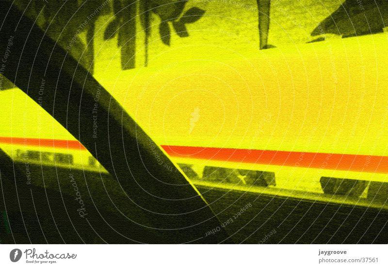 Neon War gelb Tapete Neonlicht grell Fototechnik Kleiderständer Schwarzlicht