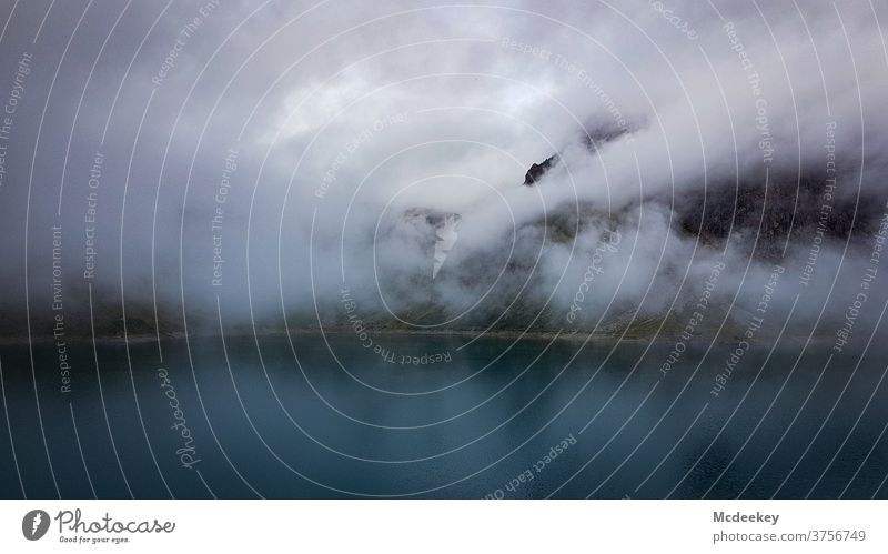 Lünersee See Seeufer Nebel Menschenleer Wasser Herbst Nebelschleier Nebelwand Nebelstimmung Berge u. Gebirge alpin Alpen rätikon mystisch