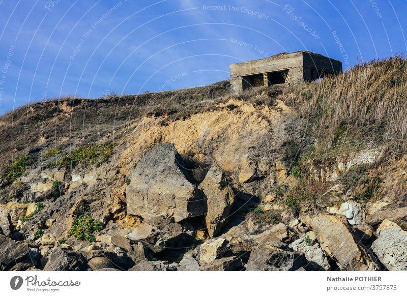 Blockhaus auf der Klippe an der Opalküste blockaus vestige Krieg Küste Calais nord Strand Himmel Ufer im Freien MEER malerisch Landschaft Tourismus felsig