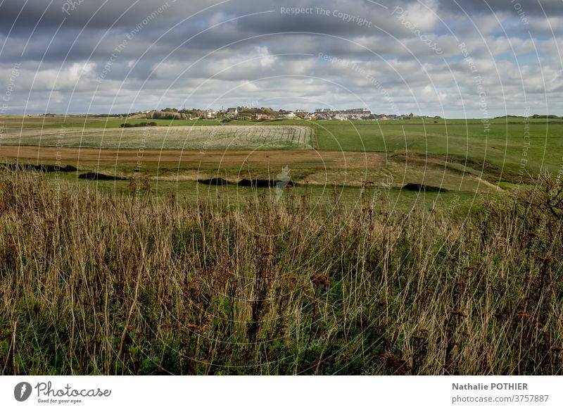 Land, Prioren und Felder an der Opalküste Weide Horizont Pas de Calais Norden ccote dopale herbr Natur Umwelt Himmel Wolken Landschaft Bauernhof rollierend