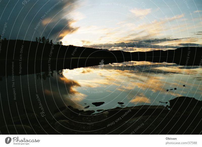 Spiegelglatt Wolken See Schweden Glätte