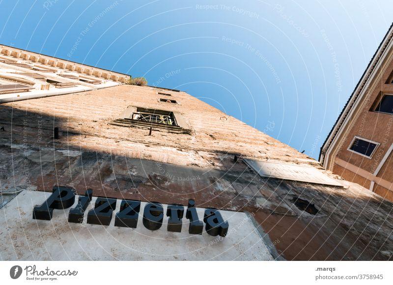 Pizzeria pizzeria Italienisch Restaurant Schilder & Markierungen Schriftzeichen Altbau Fassade Rom Wolkenloser Himmel Froschperspektive kulinarisch