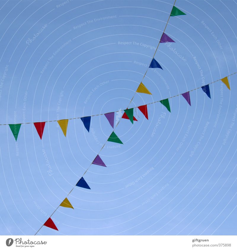 x Himmel Wolkenloser Himmel hängen Freizeit & Hobby Freude träumen Girlande Dekoration & Verzierung Fahne Symbole & Metaphern Karneval Feste & Feiern