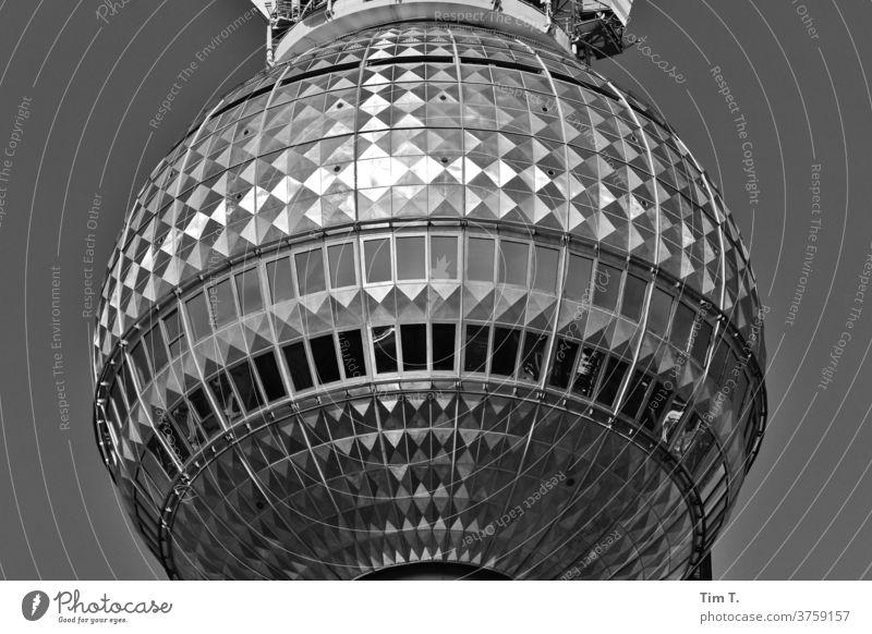 TV AUS Fernsehturm Berlin Schwarzweißfoto Berliner Fernsehturm Alexanderplatz Turm Wahrzeichen Himmel Architektur Hauptstadt Stadtzentrum Sehenswürdigkeit