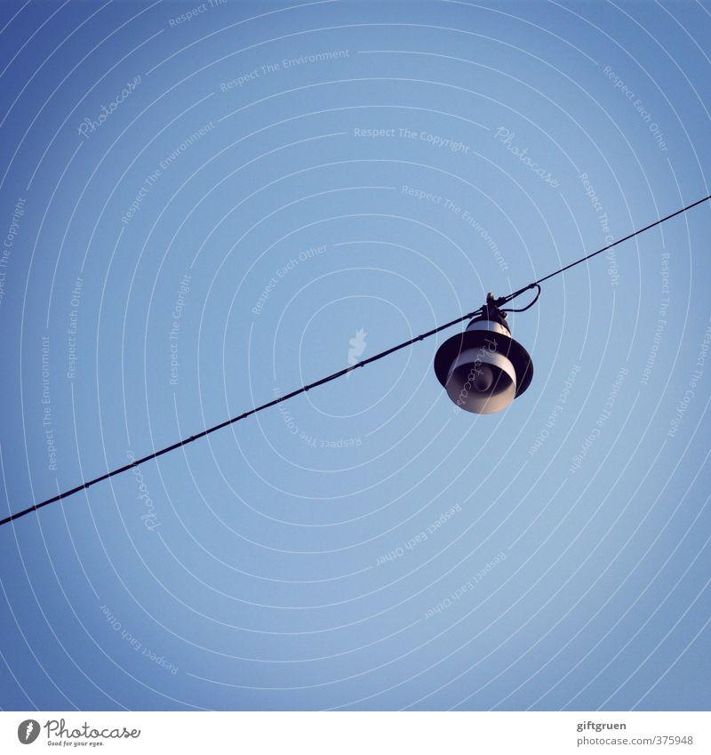 lichtblick Kabel Technik & Technologie Denken hängen leuchten hell Lichtblick Lampe Beleuchtung Beleuchtungselement Glühbirne Leuchtkörper aufhängen