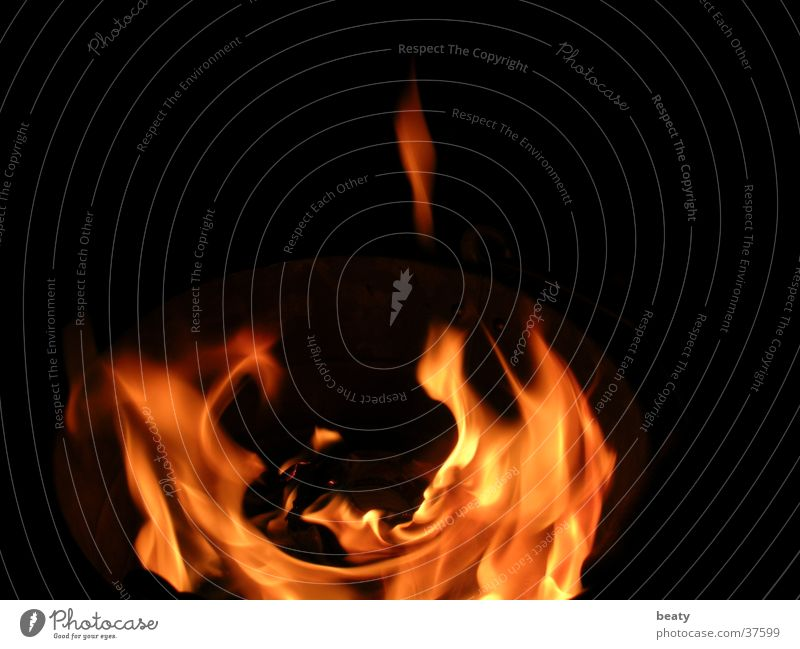 Fire Brand heiß dunkel Physik Nachtfeuer Flamme Wärme Feuerstelle