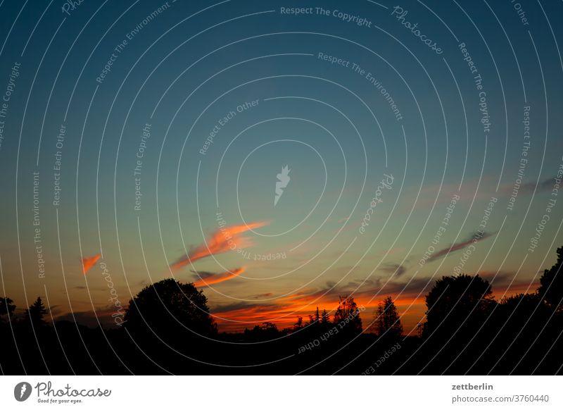 Wolken am Abend abend altocumulus drohend dunkel dämmerung düster farbspektrum feierabend froschperspektive gewitter haufenwolke himmel hintergrund klima