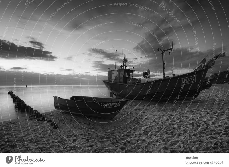 das rettende Ufer Himmel Meer Landschaft ruhig Wolken Strand Küste Wetter Schönes Wetter Güterverkehr & Logistik Schifffahrt Sandstrand Ruderboot Verkehrsmittel Holzpfahl Fischerboot
