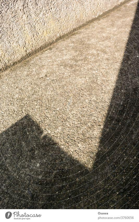 Schatten Schattenspiel Gebäude Gebäudeteil Mauer Wand Sonnenlicht Ecke Winkel grau Putz Rauputz Diagonal Tag Strukturen & Formen Licht Architektur Außenaufnahme