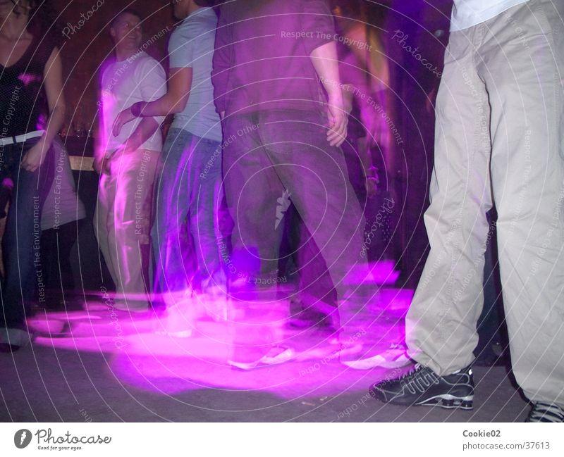 purple dance Nachtleben Tanzfläche Club Langzeitbelichtung Lightshow Party Tanzen Lichterscheinung Partygast