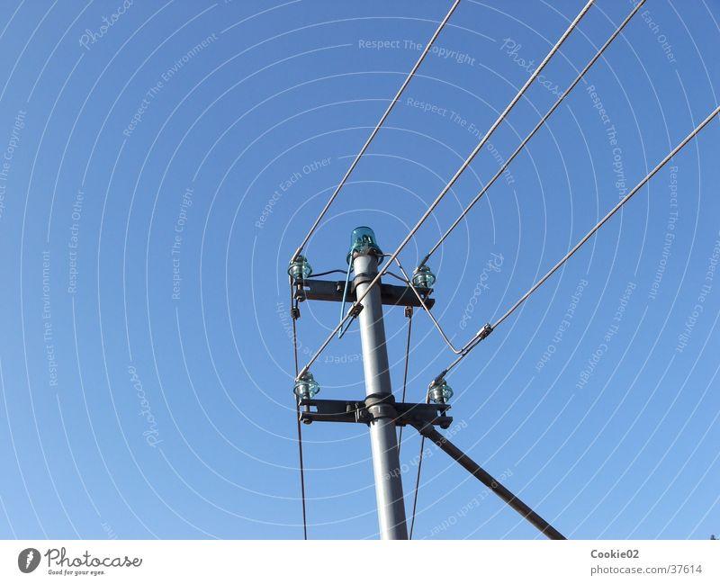 vernetzt Industrie Elektrizität Kabel Klarheit Schönes Wetter Strommast