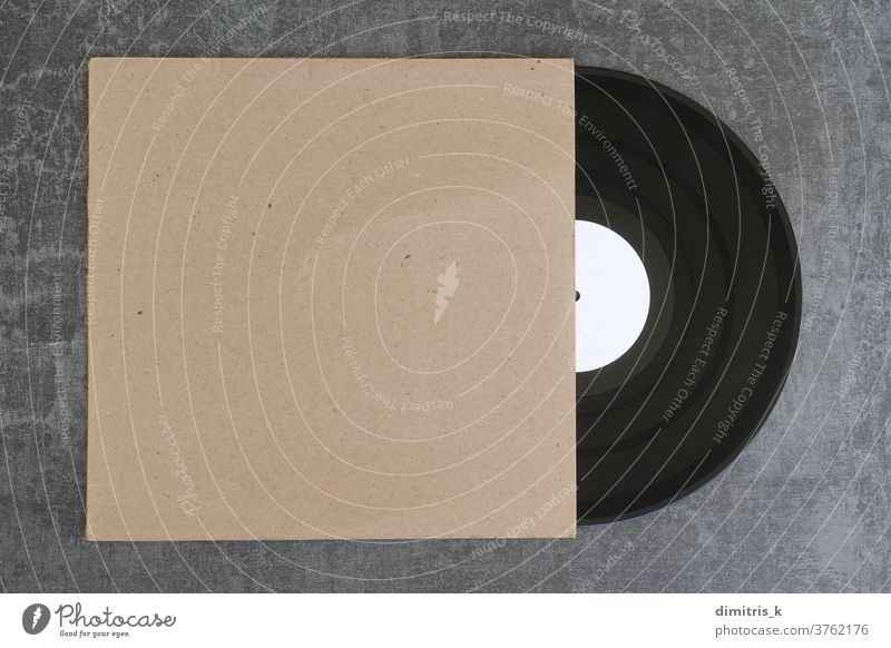 Vinyl-Schallplatte und generische Hülle Aufzeichnen Musik Hintergrund Deckung blanko Karton Hülse weiß kennzeichnen Designelement Kopierbereich Werbung Attrappe