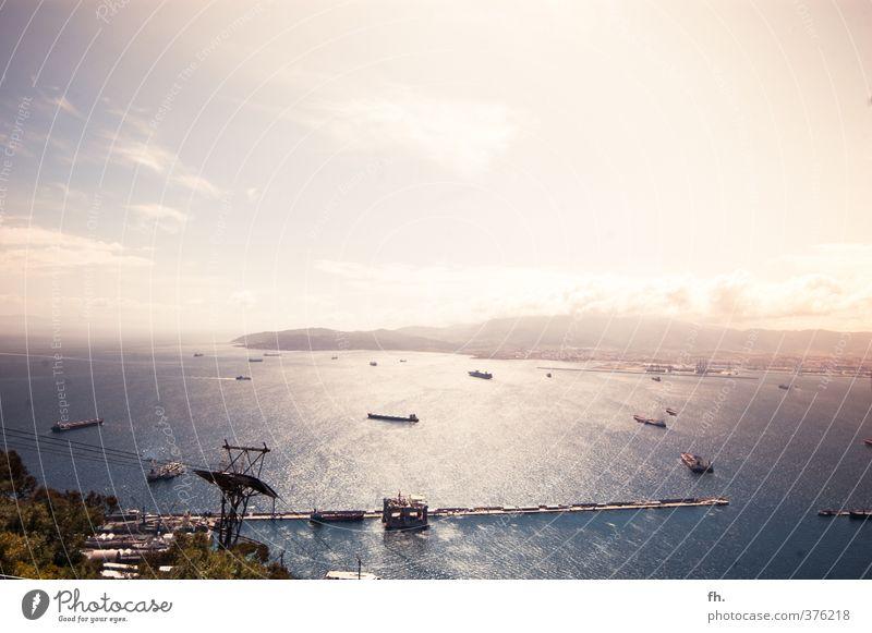 Ignite the light Wasser Himmel Wolken Horizont Sonnenlicht Sommer Schönes Wetter Küste Bucht Gibraltar Spanien Schifffahrt Containerschiff Öltanker Hafen atmen