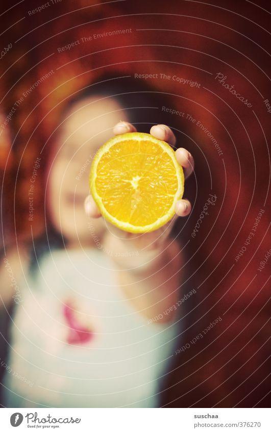 vitamin c (letztes) Kind Hand rot Mädchen Gesicht gelb feminin Haare & Frisuren Kopf Gesundheit Körper Kindheit Haut Orange frisch Fröhlichkeit