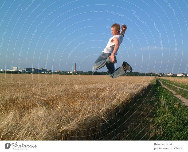 flieg zur sonne Mann Sonne Sommer springen Feld