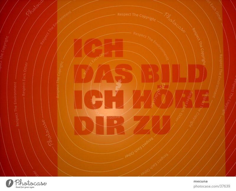Durchgang fünf Höfe München Langzeitbelichtung obskur orange Bild Schriftzeichen ich das bild höre dir zu