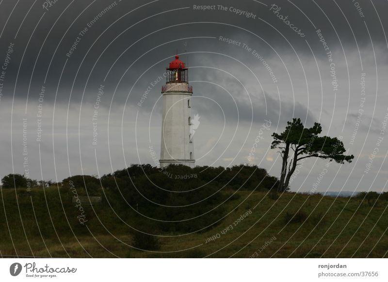 Leuchtturm auf Insel Hiddensee Himmel Wolken Gewitter Ostsee