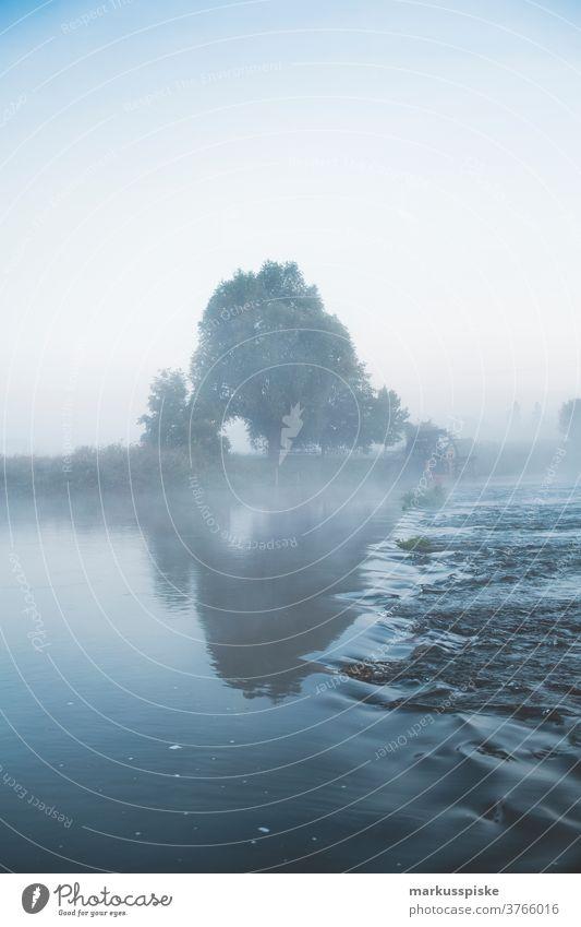 Regnitz bei Erlangen im Morgennebel Fluss Wasser Strom Franken Mittelfranken Bayern