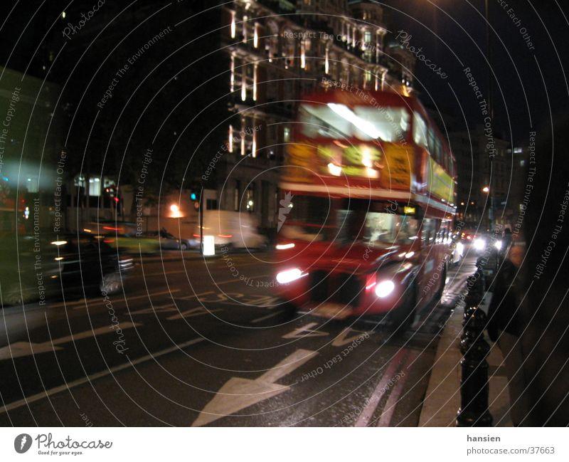 London night Nacht Bewegungsunschärfe Europa Bus