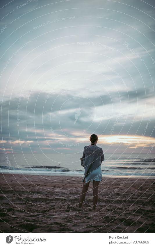 #A2# Blick in die Zukunft hinter dem Meer Ozean weite Ferne Fernweh Frau selbstbewußt Selbstbewusstsein Sommer Sommerabend Ferien & Urlaub & Reisen Küste