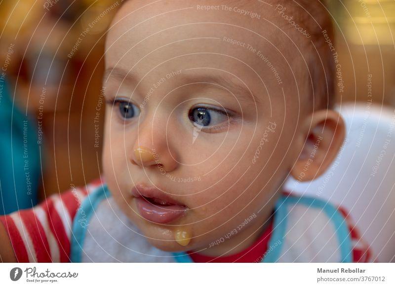Fotografie eines Babys Kind Mädchen wenig niedlich Junge Glück Säugling Kindheit Pflege neugeboren weiß jung Familie klein Gesundheit Liebe Mutter schön