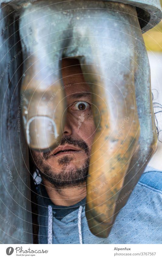 mal ein Auge zudrücken Hand Gesicht Gesichtsausdruck Porträt Mensch Mund Mann Nase Blick Bart Lippen maskulin Kopf Erwachsene Blick in die Kamera Kontrast