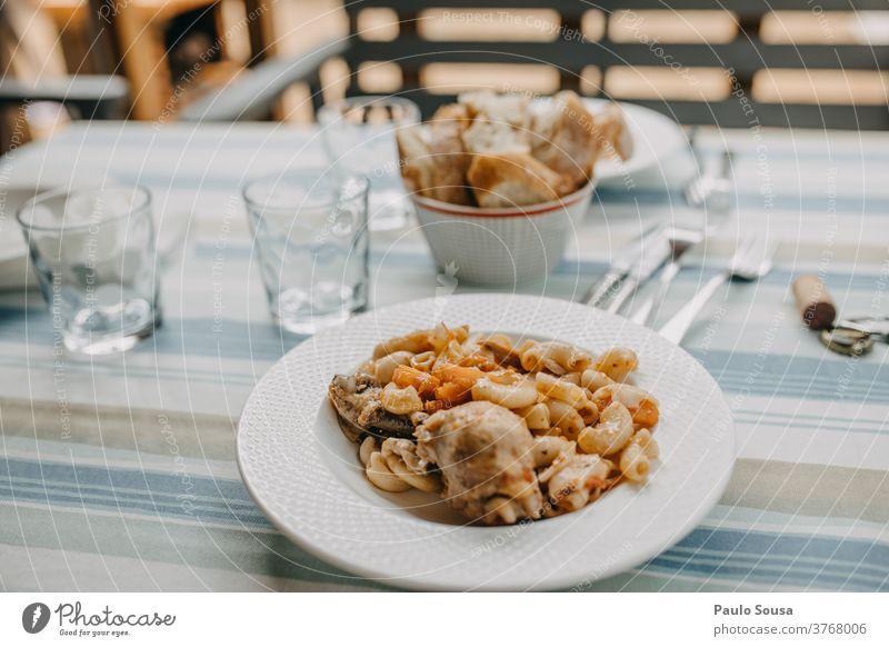 Nudeln mit Huhn Italienisch Italienische Küche Mediterrane Ernährung traditionell selbstgemacht Gesundheit Lebensmittel mediterran Abendessen geschmackvoll