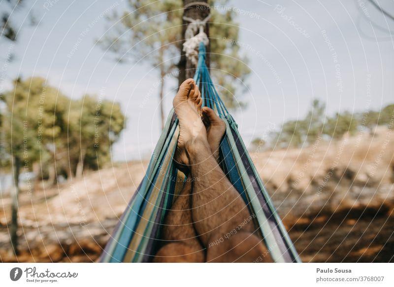 Entspannen auf der Hängematte Erholung Freizeit & Hobby sich[Akk] entspannen Natur Lügen Lifestyle Feiertag Tag Baum Farbfoto Außenaufnahme