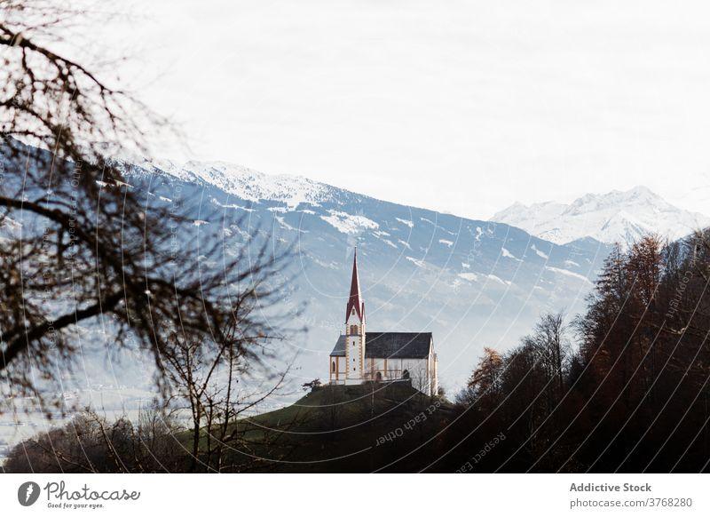 Kirche auf einem Hügel im Hochland im Winter Berge u. Gebirge Gebäude Landschaft erstaunlich Schnee Ambitus Deutschland Österreich Kamm majestätisch malerisch