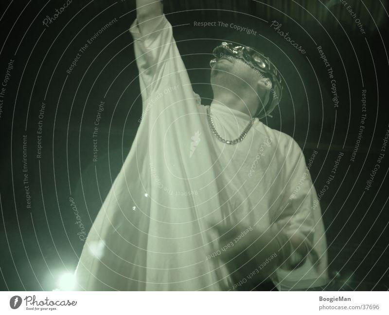Sido live Götter Licht Goldkette Mann Nachtaufnahme Gott Maske aufwärts