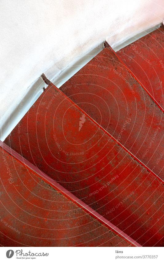 Wendeltreppe Treppe Stufen rot rund getürmt Turm Innenaufnahme