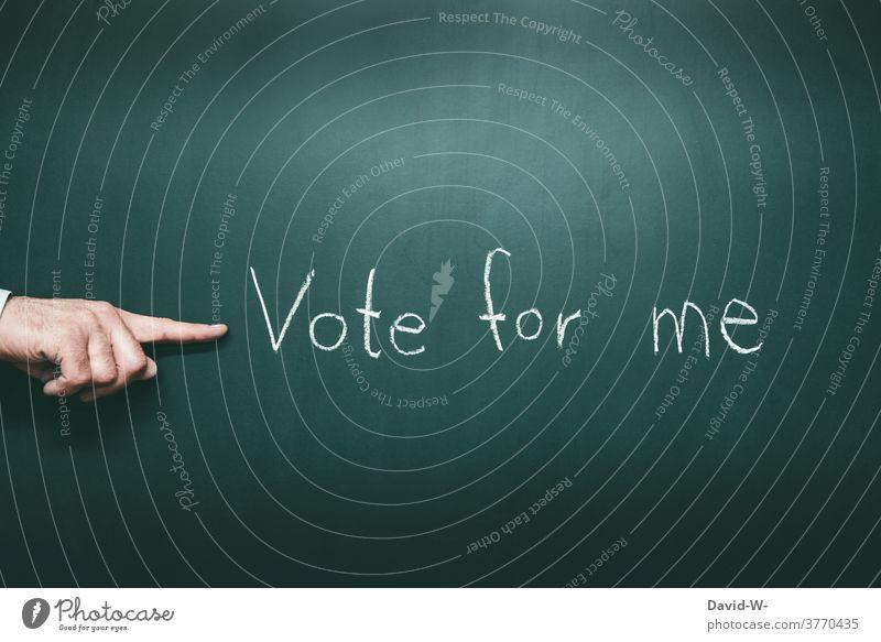 Vote for me - Schriftzug Hinweis voting voten vote for me nominierung wählen abstimmen entscheiden Werbung Wahlkampf Hand Mann Mensch
