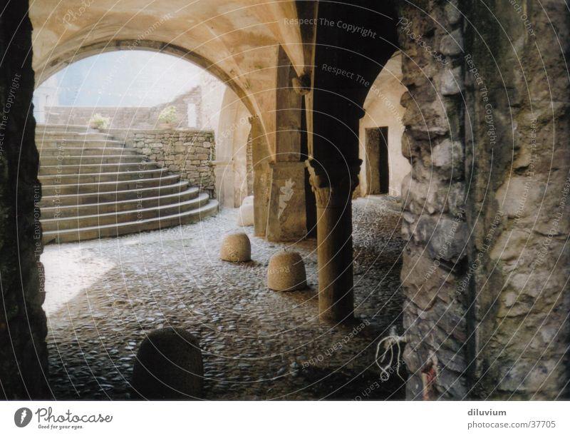 Säulengang Ferien & Urlaub & Reisen Verkehr Treppe Italien Dorf