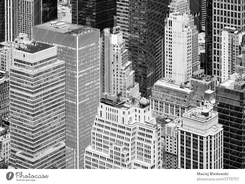 Schwarz-Weiß-Luftaufnahme der vielfältigen Architektur von New York City, USA. Großstadt neu schwarz auf weiß Manhattan Gebäude Turm Büro Antenne New York State