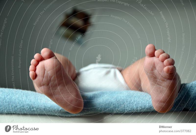 Zehnzehn oder so... Mensch schön nackt Freude Leben klein Beine Fuß liegen Schuhe Baby Lifestyle niedlich schlafen Schutz Vertrauen