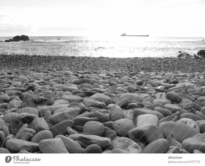 bocca d'asse weiß Meer Strand schwarz Stein Italien