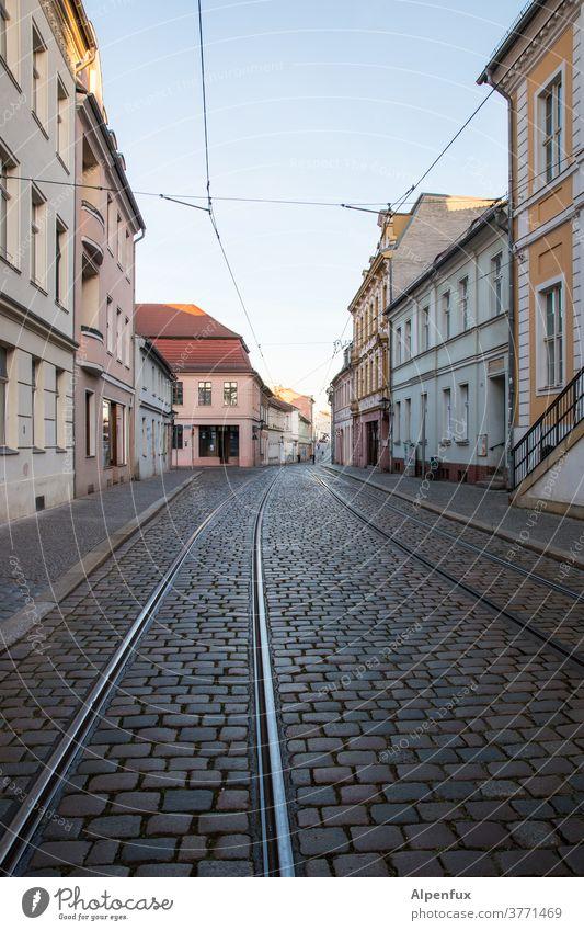 empty Streets (Gastbeitrag) :) leere strasse leere Straßen leere Stadt Menschenleer Außenaufnahme Großstadt Architektur Leere Farbfoto Verlassen Gebäude